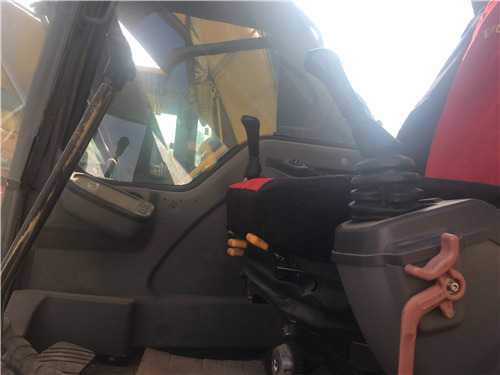 沃尔沃240二手挖掘机出售信息驾驶室