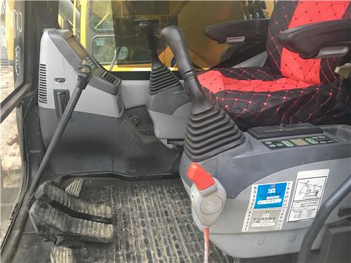 小松350-7私人二手挖掘机驾驶室