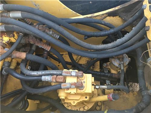 二手小松120-6EO挖掘机市场转让分配阀