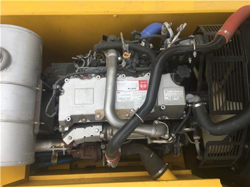 进口神钢260D二手挖掘机市场出售发动机