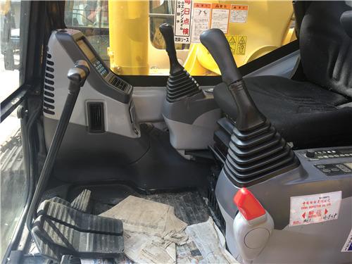 進口小松350挖掘機二手市場駕駛室