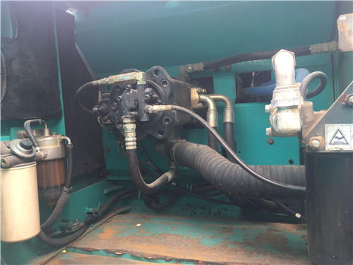 神钢SK260二手挖掘机市场出售液压泵