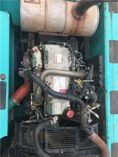 神钢SK260二手挖掘机市场出售发动机