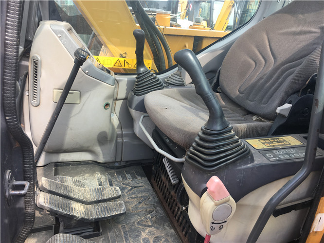 三一SY75国产小型挖掘机转让驾驶室