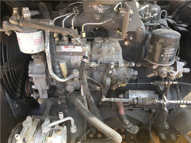 私人三一75C国产小挖掘机转让发动机