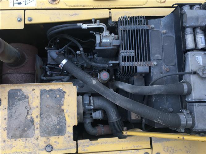 二手小松120-8挖掘机市场出售发动机