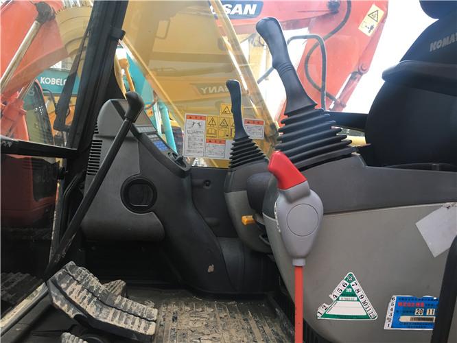 二手小松120-8挖掘机市场出售驾驶室