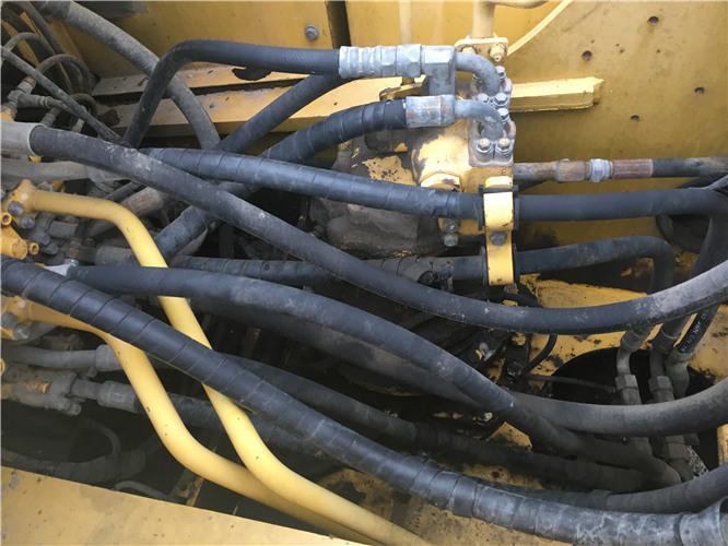 二手小松PC200-8挖掘机转让信息分配器