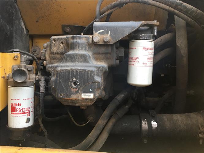 二手小松PC200-8挖掘机转让信息液压泵