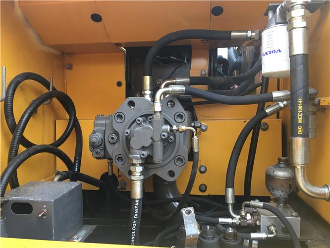 私人沃尔沃EC210BLC二手挖掘机出售液压泵