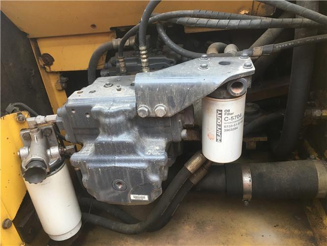 小松220-8私人二手挖机转让信息液压泵
