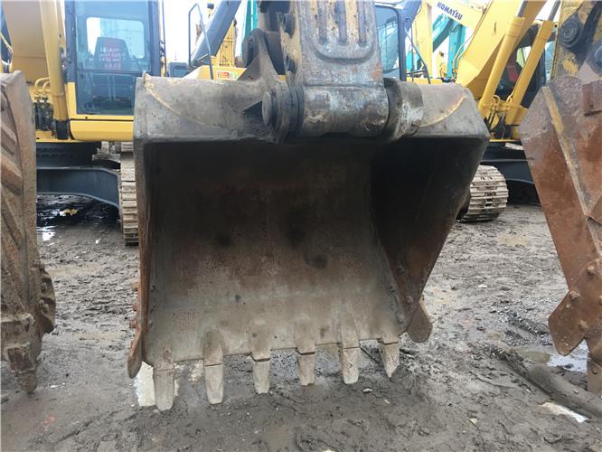 小松PC220-8个人二手挖机出售挖斗