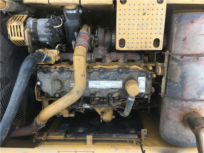 卡特326D個人二手挖掘機出售發動機