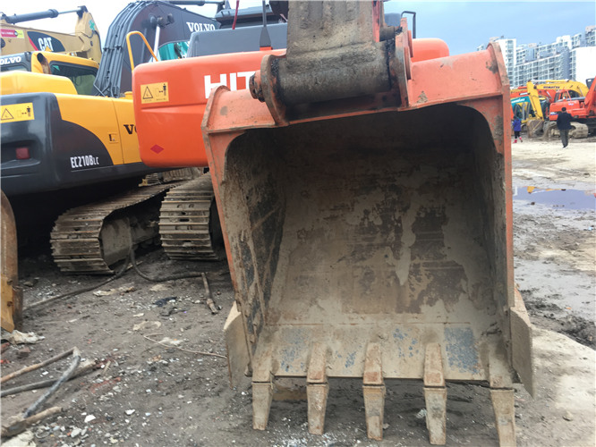私人日立ZX230二手挖掘机转让挖斗