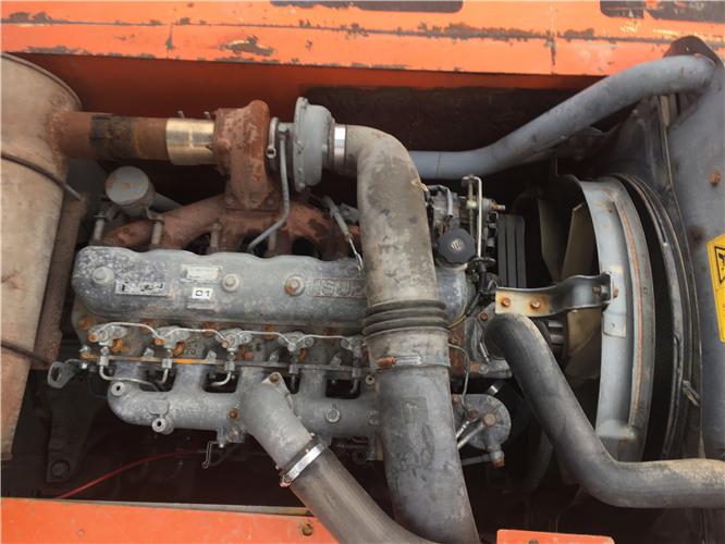 私人日立ZX230二手挖掘机转让发动机