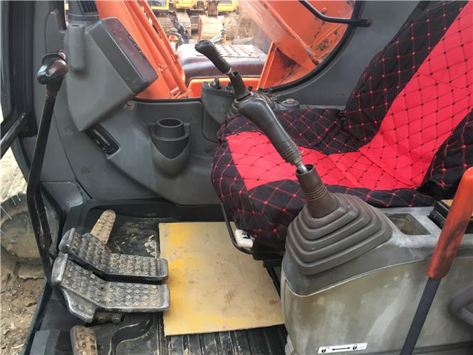 私人日立ZX230二手挖掘机转让驾驶室