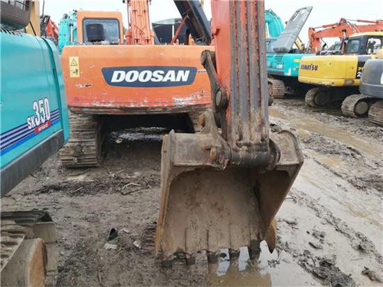 私人斗山DH215-9二手挖掘機轉讓挖斗