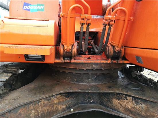 私人斗山DH215-9二手挖掘机转让底盘