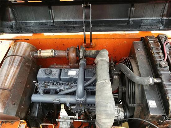 私人斗山DH215-9二手挖掘机转让发动机