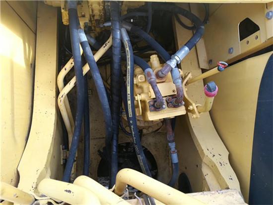 私人小松PC270-7二手挖掘机转让分配器