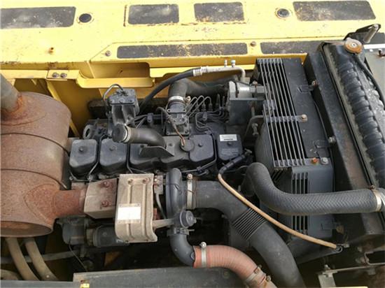 私人小松PC270-7二手挖掘机转让发动机