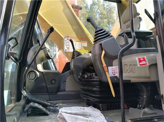 日立进口卡特320D二手挖掘机驾驶室