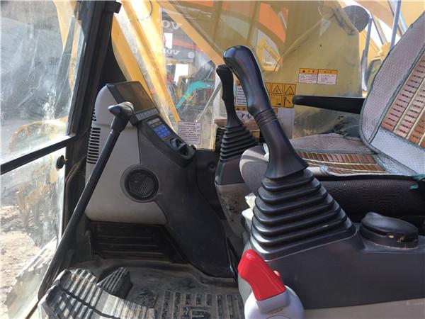 私人二手小松PC200-8挖掘机出售驾驶室