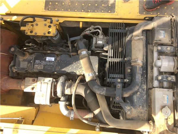私人二手小松PC200-8挖掘机出售发动机