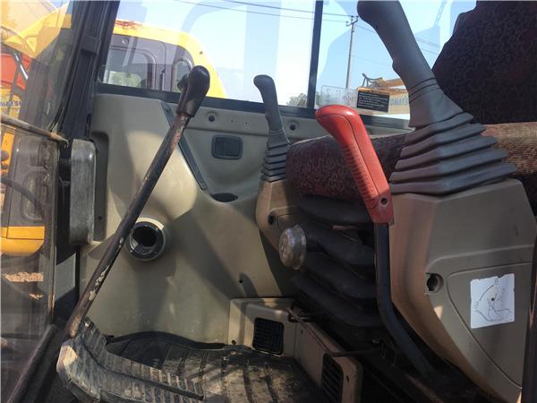 二手斗山80挖掘机市场出售信息驾驶室