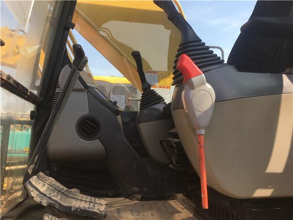 二手小松200-8挖掘机市场出售驾驶室