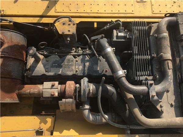 二手小松200-8挖掘机市场出售发动机