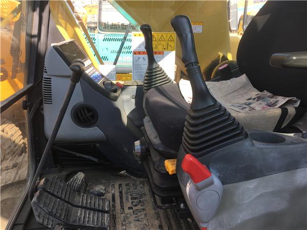 二手小松PC200-8MO挖掘机转让信息驾驶室
