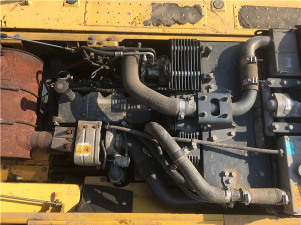 二手小松PC200-8MO挖掘机转让信息发动机