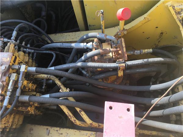 私人二手小松PC210-7挖掘机出售分配器