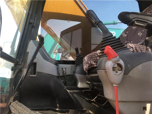 私人二手小松PC210-7挖掘机出售驾驶室