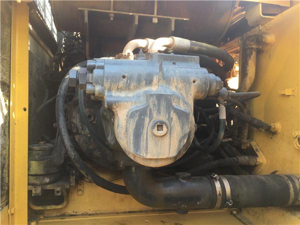 小松PC220-6二手挖掘机出售信息液压泵