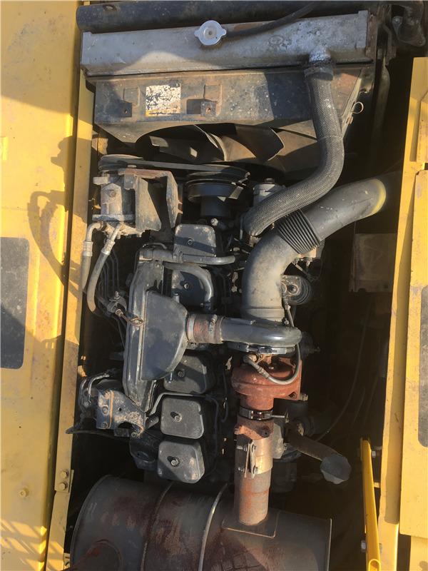 小松PC220-6二手挖掘机出售信息发动机