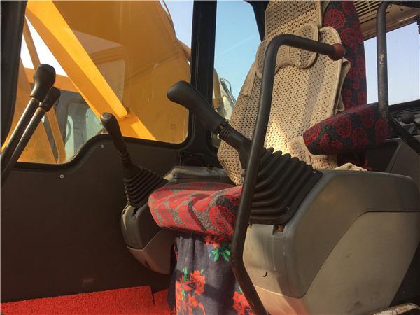 小松PC220-6二手挖掘机出售信息驾驶室