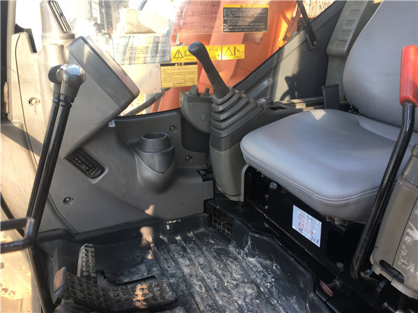 日立ZX70进口二手挖掘机出售驾驶室