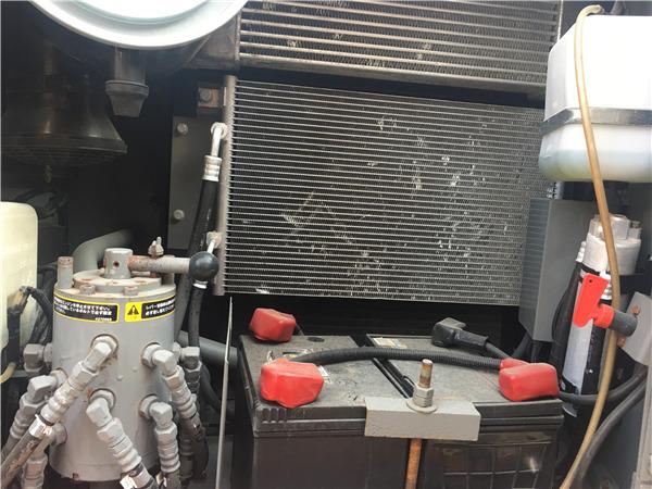 日立ZX120進口二手挖掘機出售冷凝器