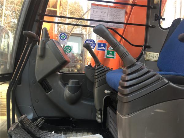 日立ZX120進口二手挖掘機出售駕駛室