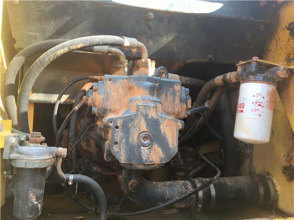 小松PC220-7二手挖掘机出售信息液压泵