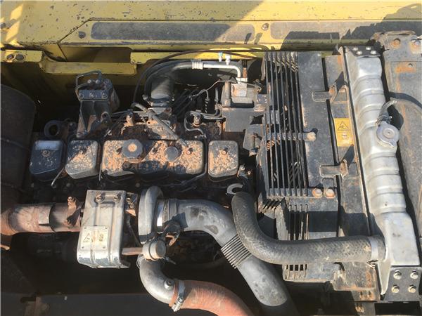 小松PC220-7二手挖掘机出售信息发动机