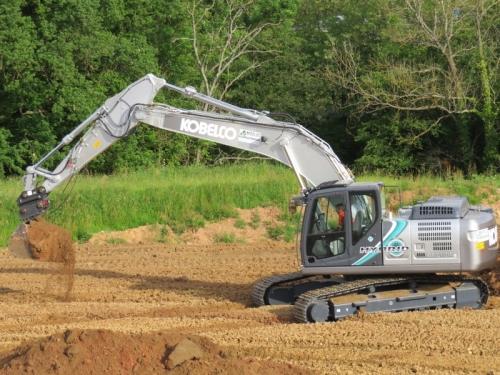 神钢210HLC-10混合动力挖掘机