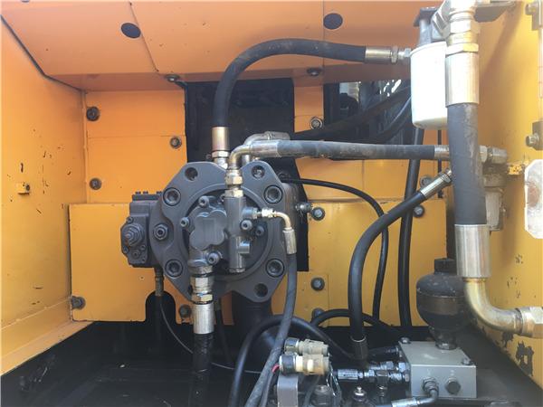 二手沃尔沃210b挖掘机出售液压泵