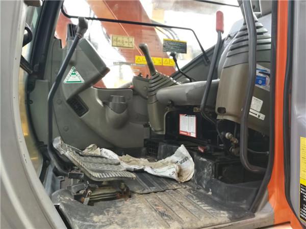 海关日立ZX75无尾二手小挖机驾驶室