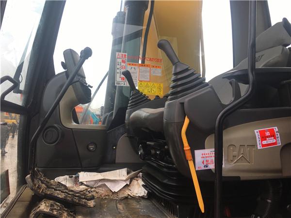 進口卡特320D二手挖掘機出售駕駛室