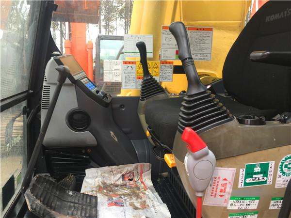 进口二手小松PC200-8N1挖掘机出售驾驶室