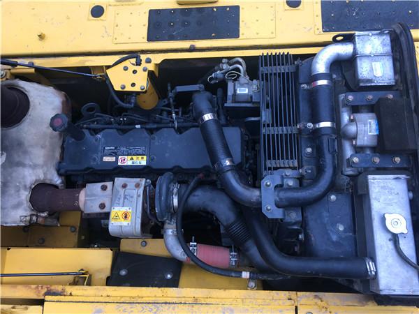 进口二手小松PC200-8N1挖掘机出售发动机