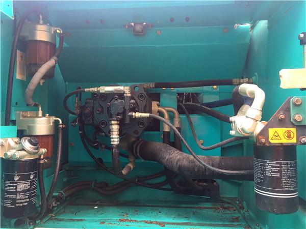 进口神钢260D中型二手挖掘机转让液压泵
